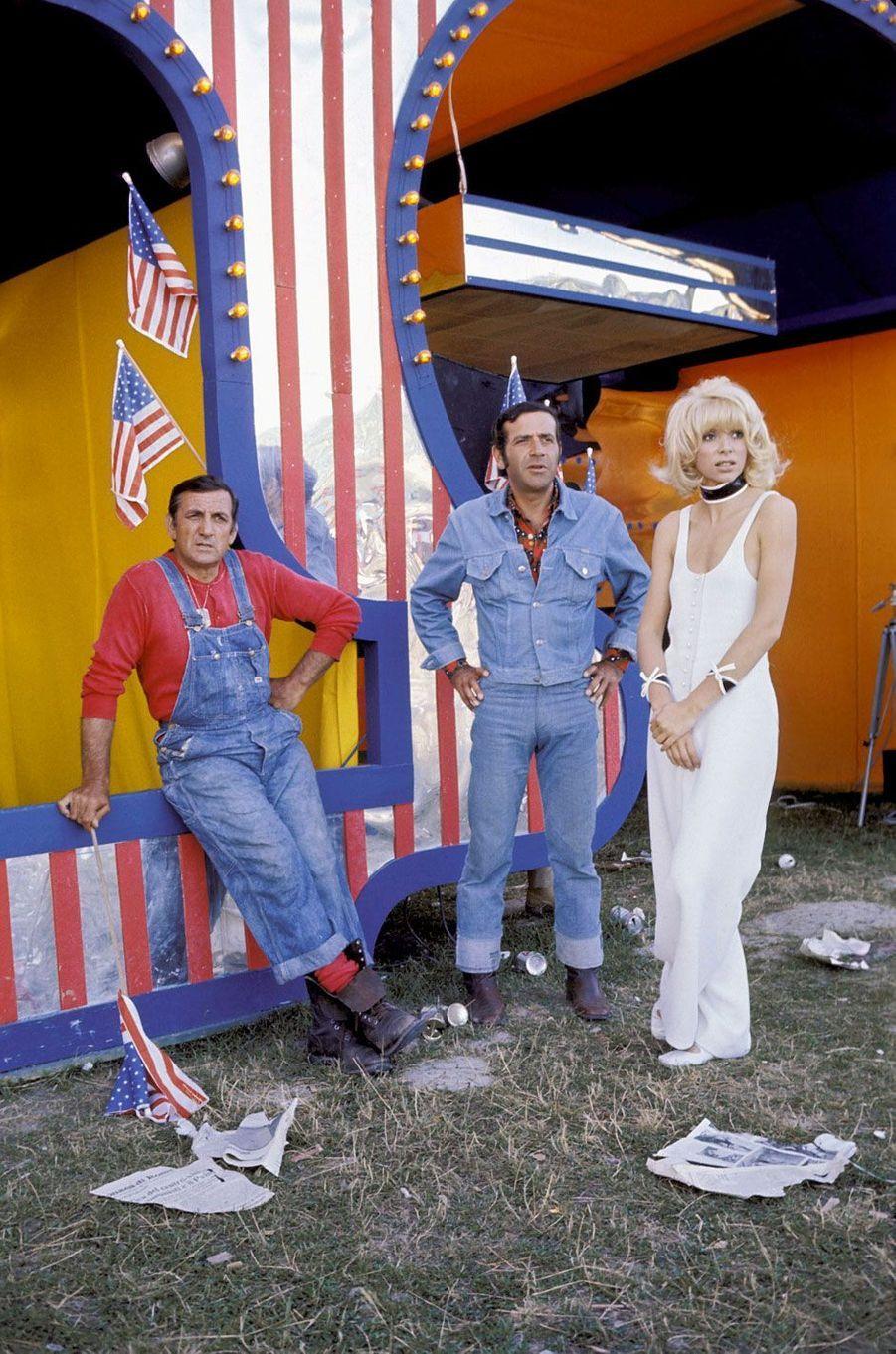 Lino Ventura, Mireille Darc et Jean Yanne sur le tournage de «Fantasia chez les ploucs»