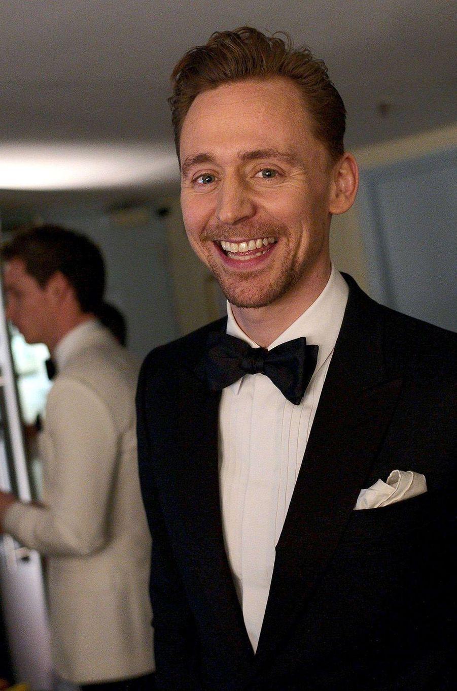Tom Hiddleston dans les coulisses des BAFTA 2017.