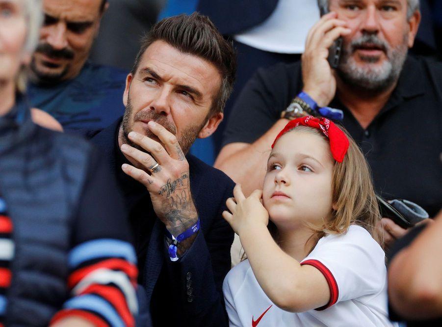 David Beckham et sa fille Harper dans les gradins du match Angleterre-Norvège, le 27 juin 2019.