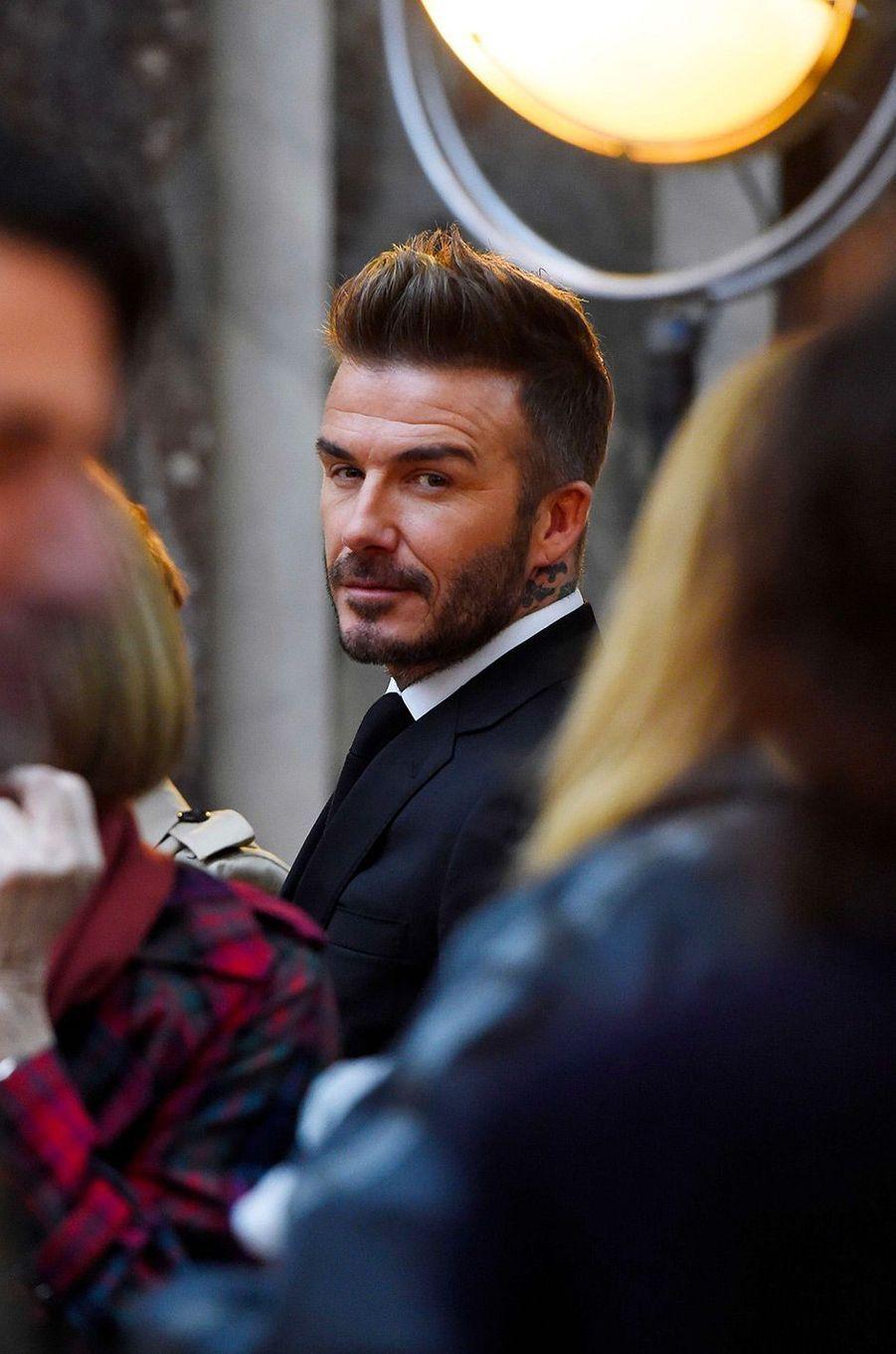 David Beckham au premier rang du défilé de sa femme pendant la Fashion Week