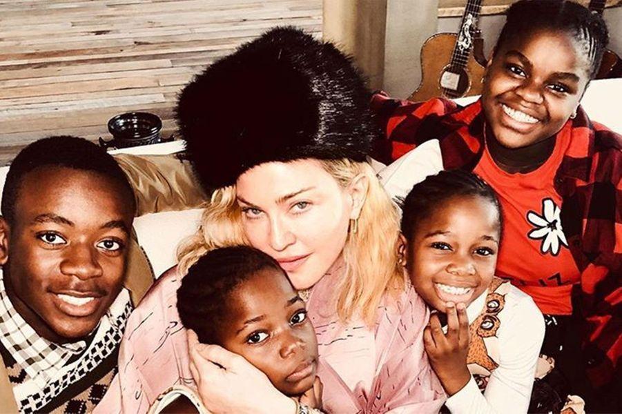 Madonna et quatre de ses enfants
