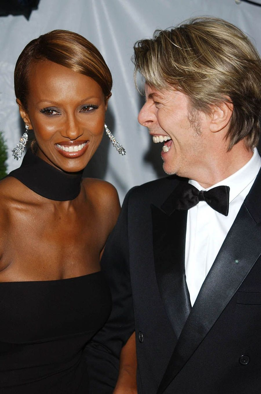 David Bowie avec son épouse Iman à New York, le 3 juin 2002.