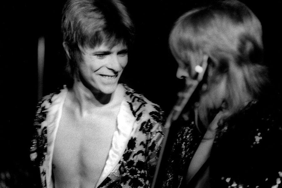 David Bowie en concert à Londres en 1972.