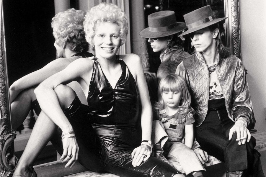 Angie, leur fils Zowie et David Bowie en 1974.