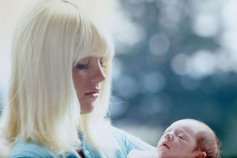 David Hallyday dans les bras de Sylvie Vartan en 1966