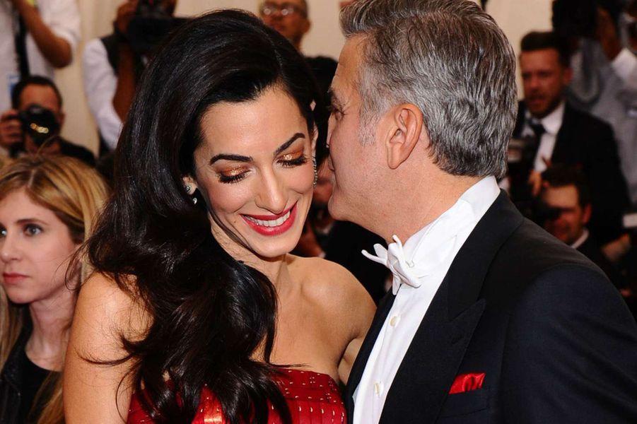 Amal et George Clooney au Met Gala 2015.