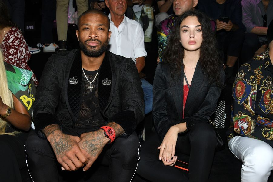 P.J. Tucker etDeva Cassel au défilé Dolce & Gabbana à Milan le 15 juin 2019