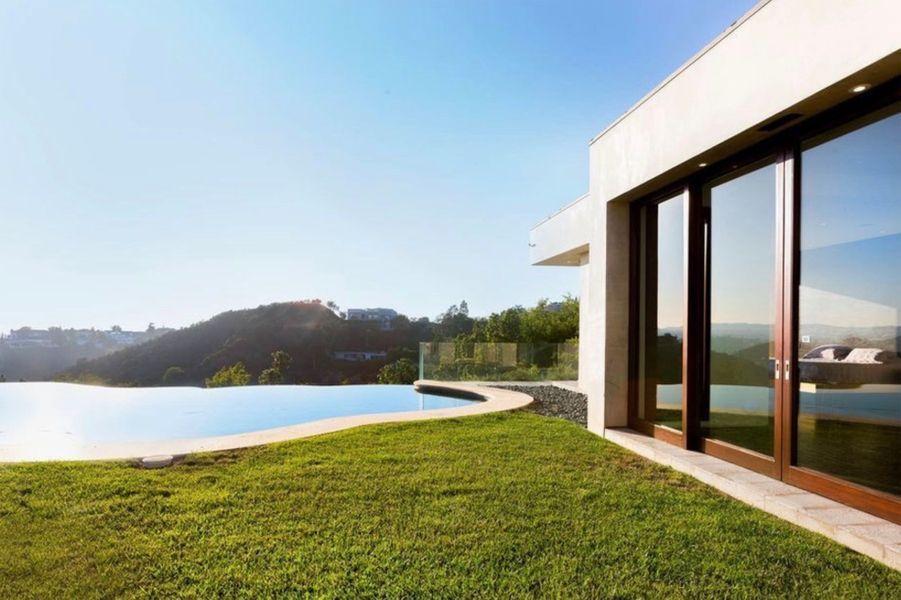 Justin Bieber loue une nouvelle villa sur les hauteurs de Beverly Hills, en Californie.