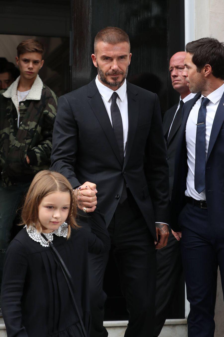 David Beckham et sa fille, lors du défiléde la marque Victoria Beckham, à Londres.