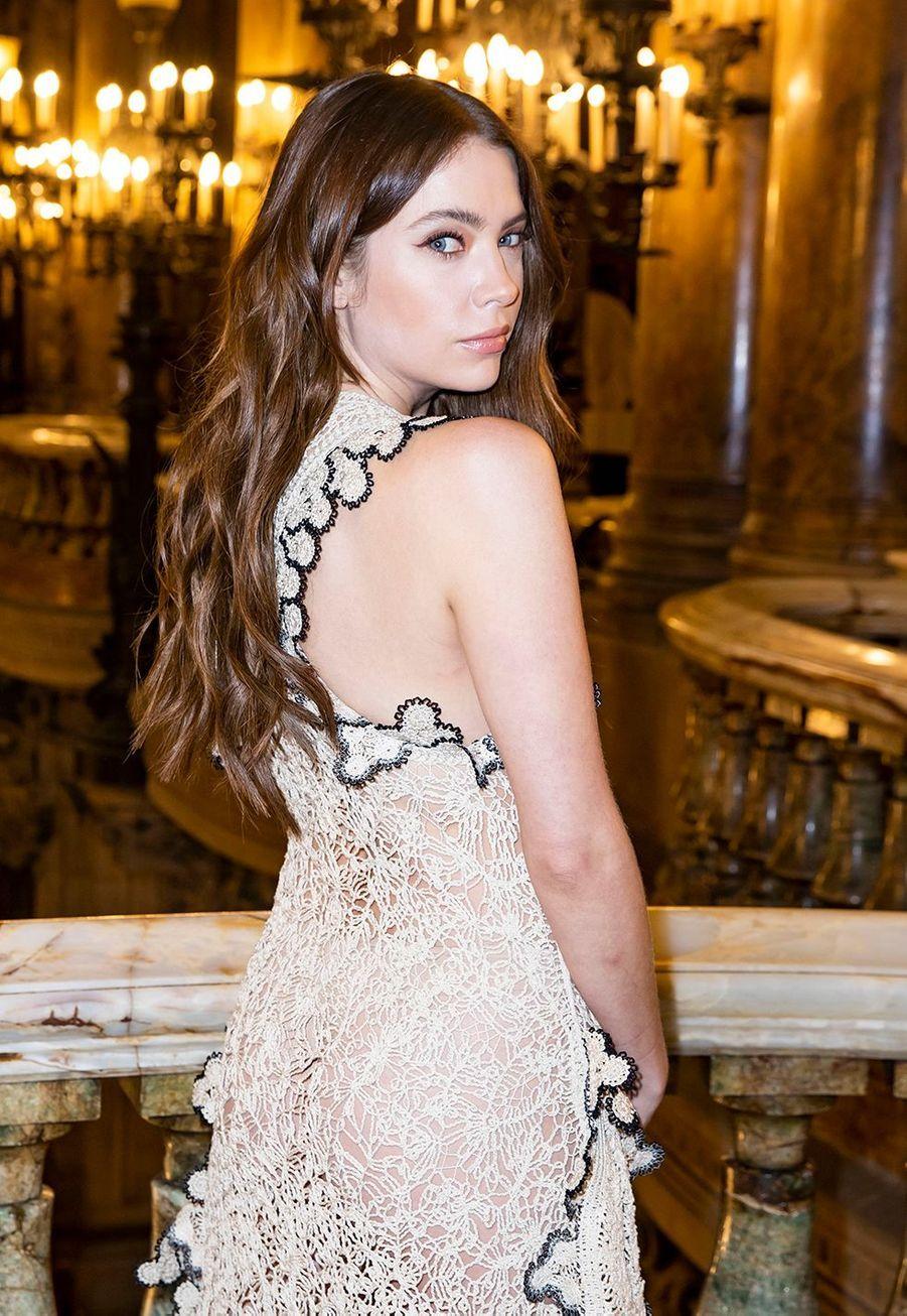 Ashley Bensonau défilé Stella McCartney collection prêt-à-porter Automne/Hiver 2020-2021 à l'Opéra Garnier, le 2 mars 2020.