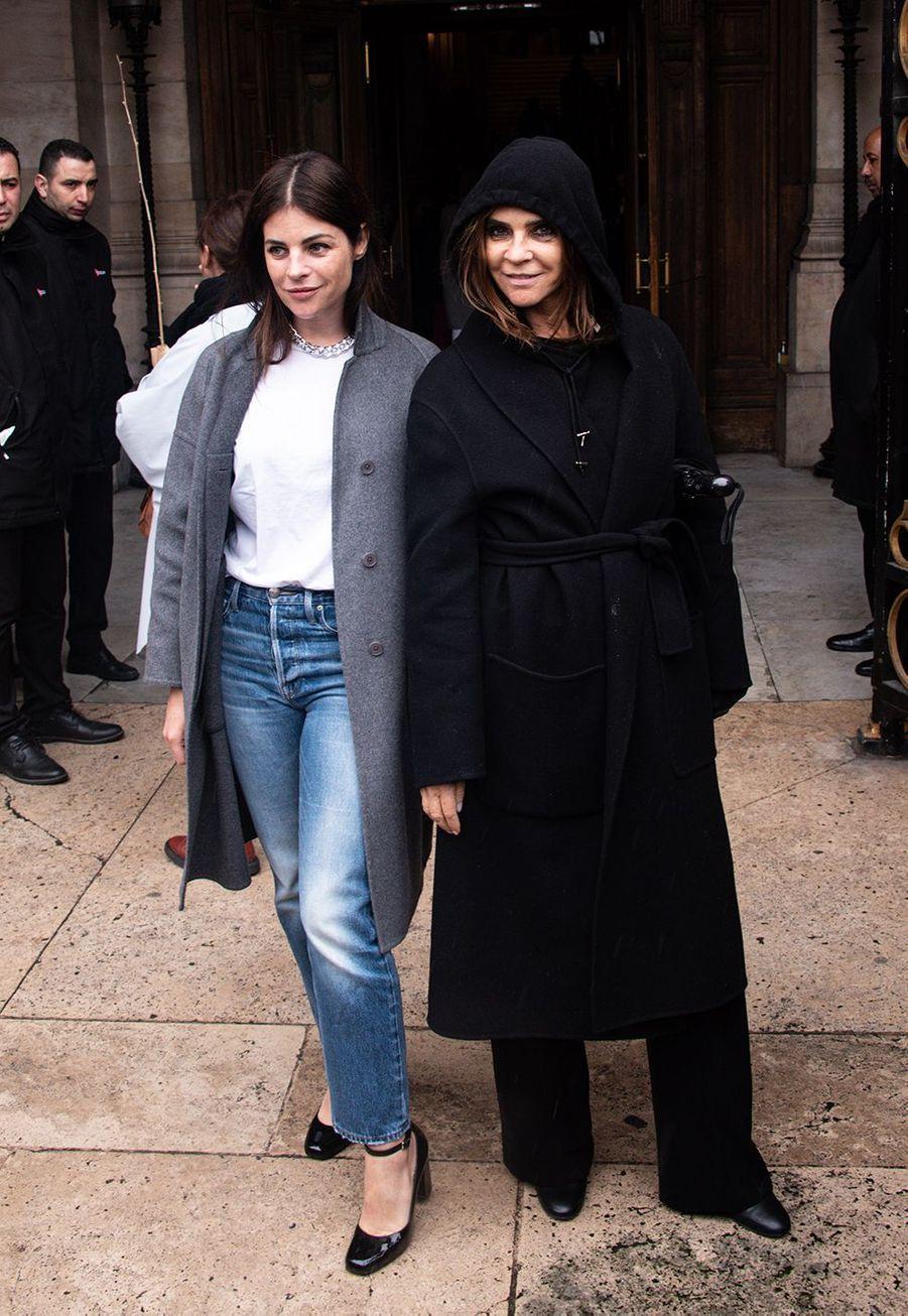 Carine Roitfled et sa fille Juliaau défilé Stella McCartney collection prêt-à-porter Automne/Hiver 2020-2021 à l'Opéra Garnier, le 2 mars 2020.