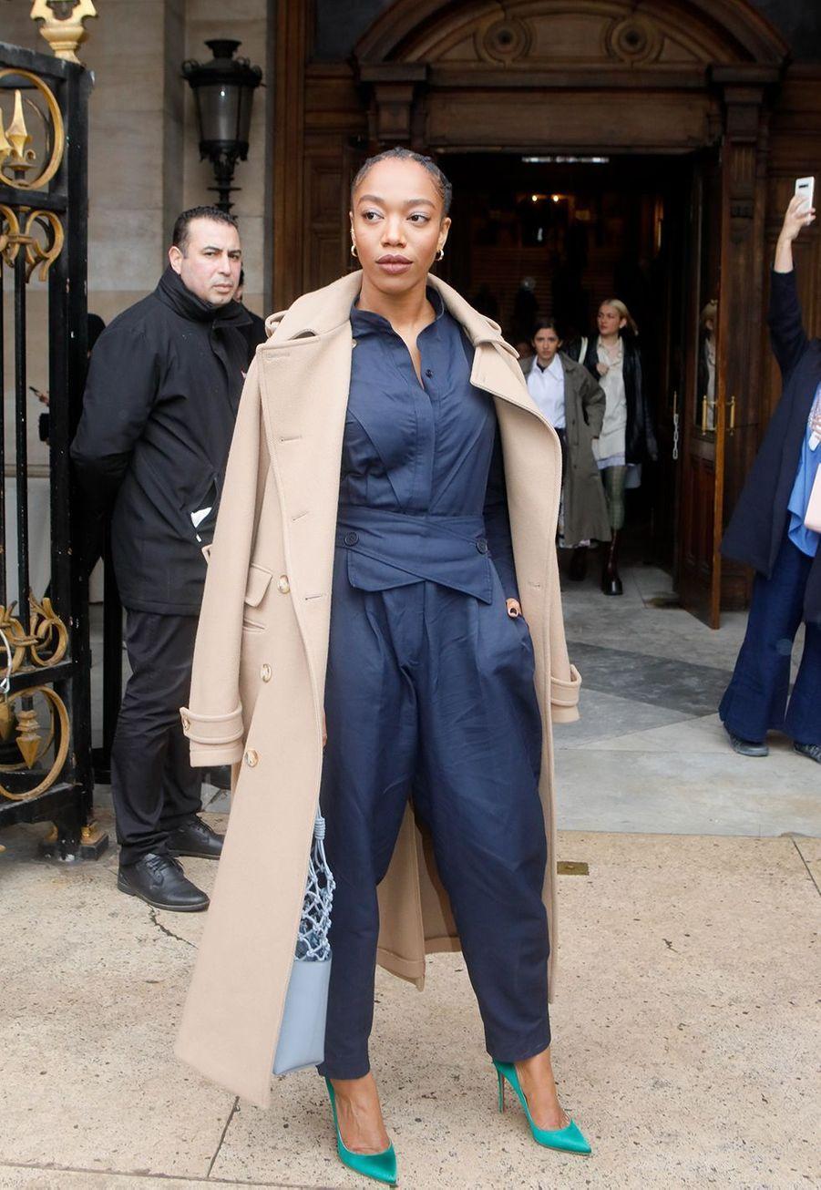 Naomi Ackieau défilé Stella McCartney collection prêt-à-porter Automne/Hiver 2020-2021 à l'Opéra Garnier, le 2 mars 2020.