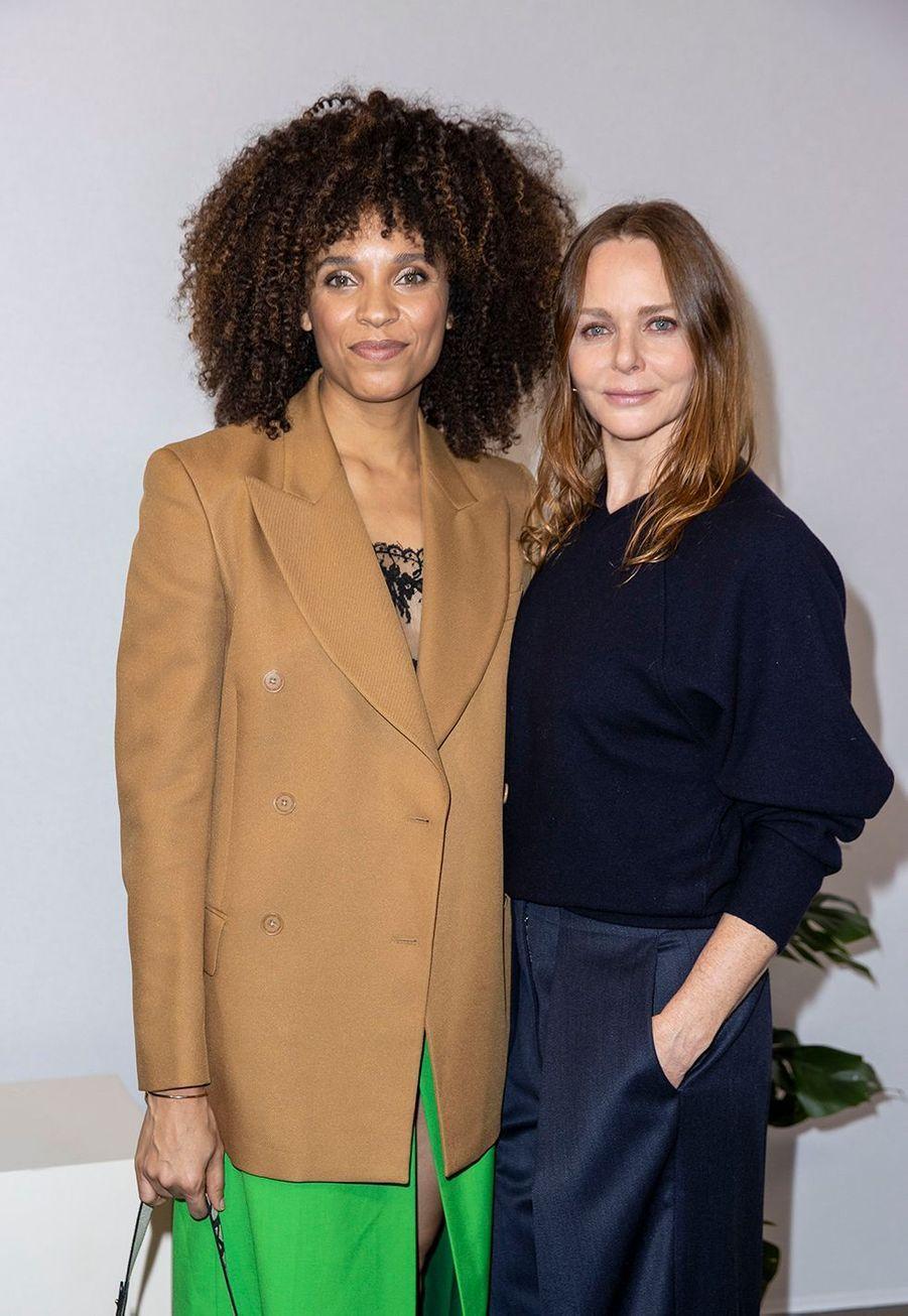 Stéfi Celma et Stella McCartneyau défilé Stella McCartney collection prêt-à-porter Automne/Hiver 2020-2021 à l'Opéra Garnier, le 2 mars 2020.