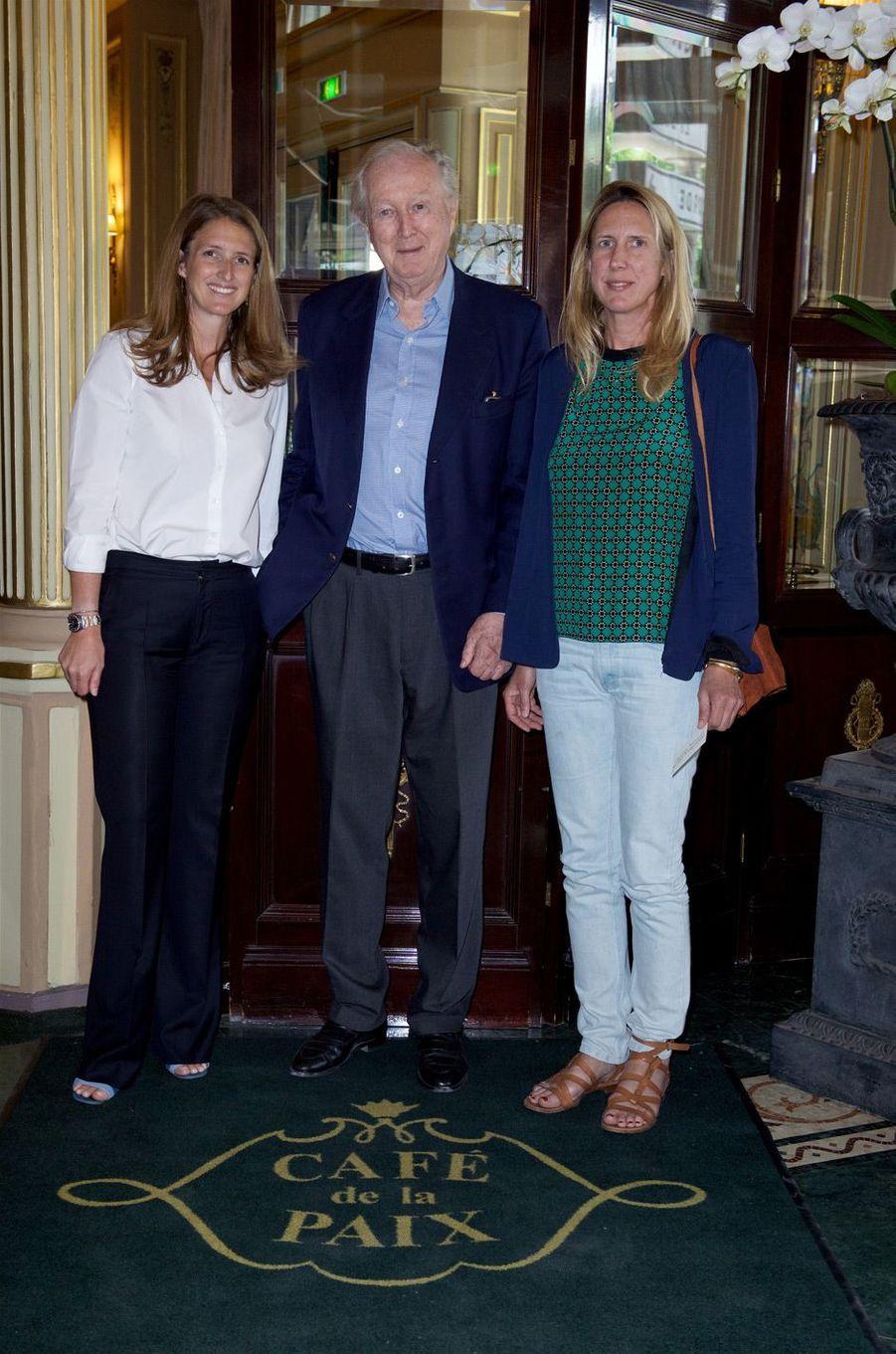 Le prince Robin zu Sayn Wittgenstein et ses filles Zelda et Natascha.