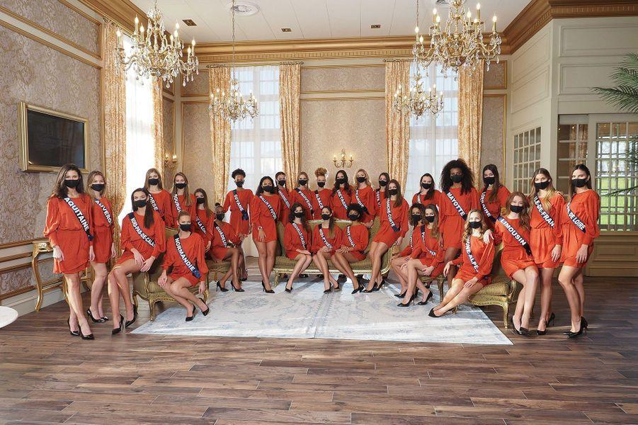 Les Miss posent pour une photo de groupe