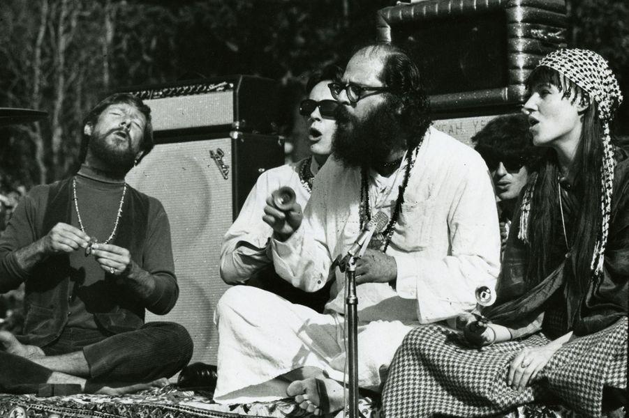 San Francisco, 1967, Be-In : Allan Grinsberg, poète américain fondateur de la Beat Generation (au premier plan).