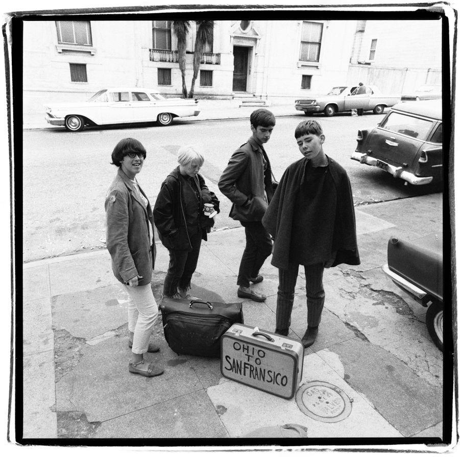 1967, des jeunes en partance de l'Ohio pour San Francisco.