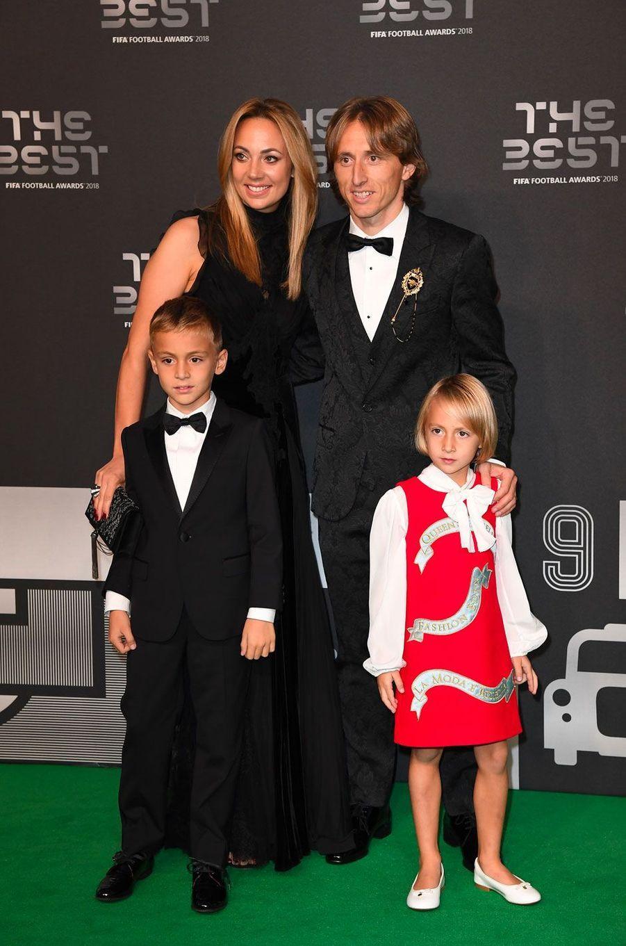 Luka Modric avec sa femme Vanja et leurs deux enfants Ivano et Ema