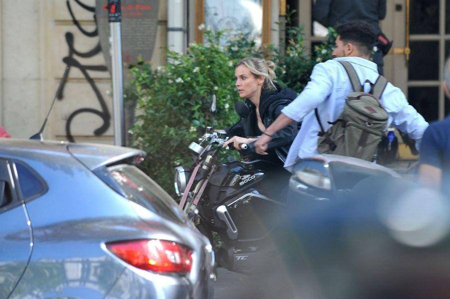 Diane Kruger sur le tournage du film «355» à Paris le 11 juillet 2019