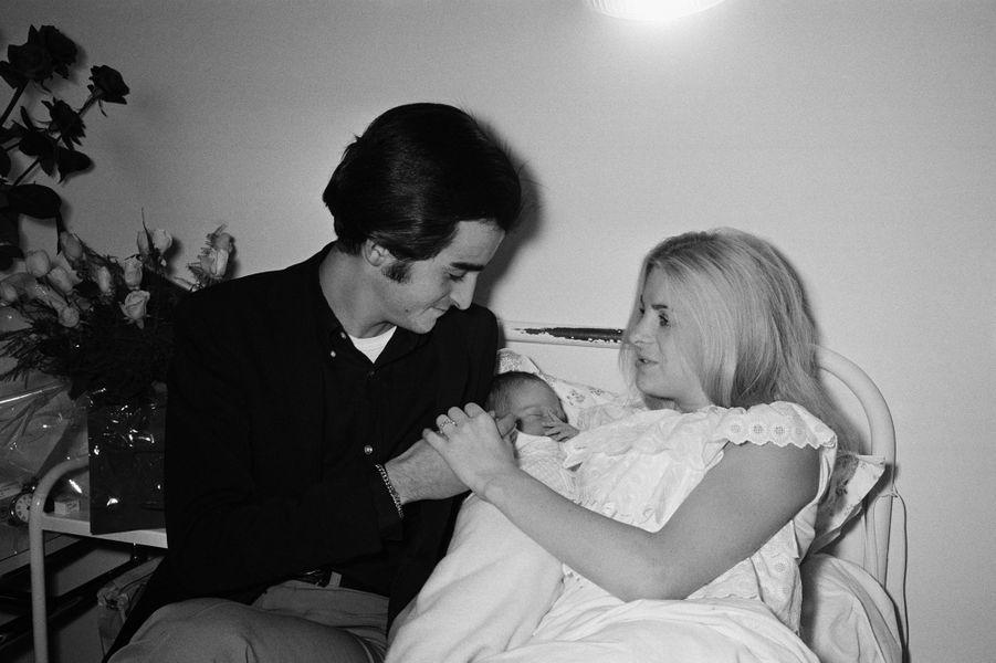 Dick Rivers et sa première épouse Micheline avec leur fils Pascal le jour de sa naissance en 1965