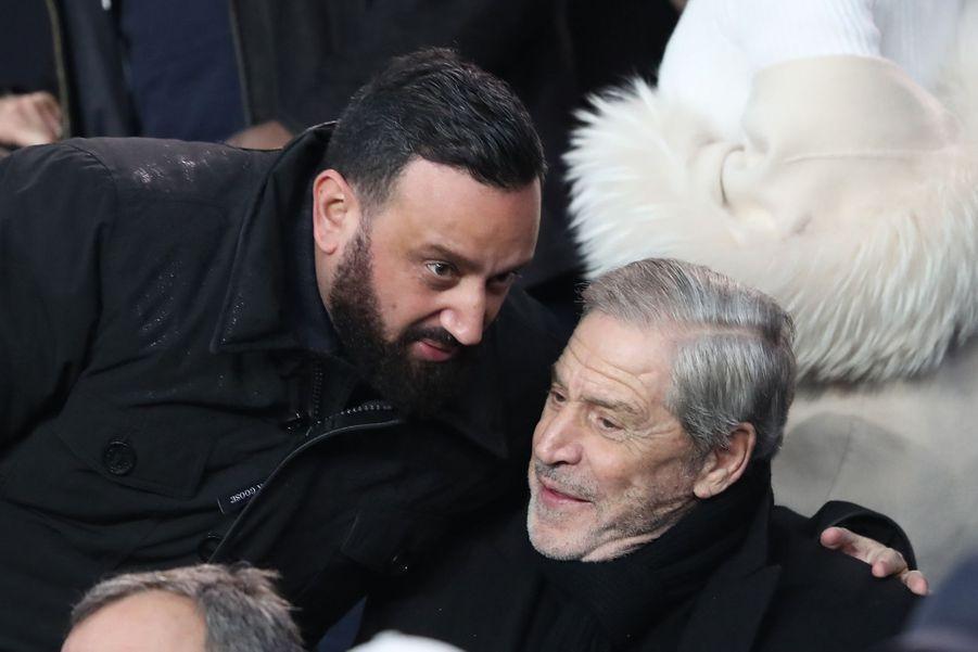 Cyril Hanouna et Jean-Claude Darmondans les tribunes du parc des Princes, le 6 mars 2019