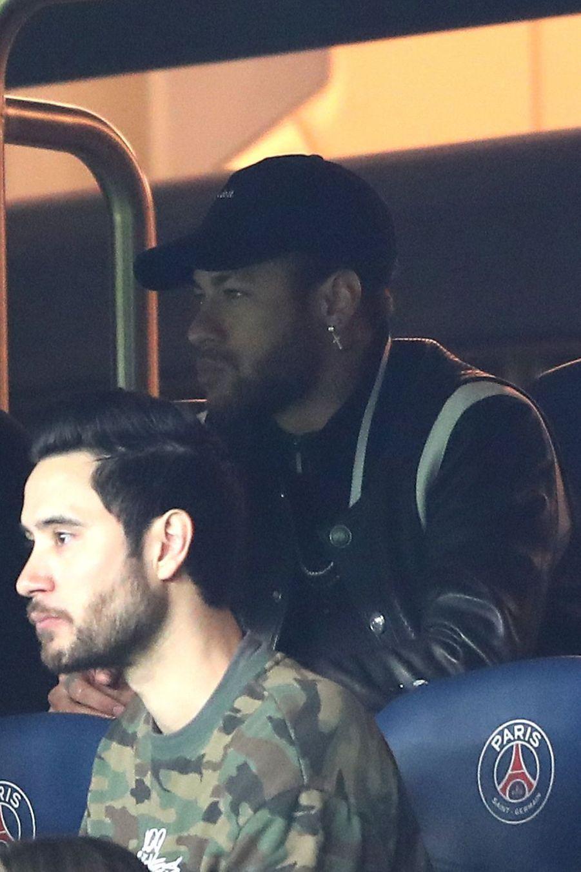 Neymar Jr.dans les tribunes du parc des Princes, le 6 mars 2019