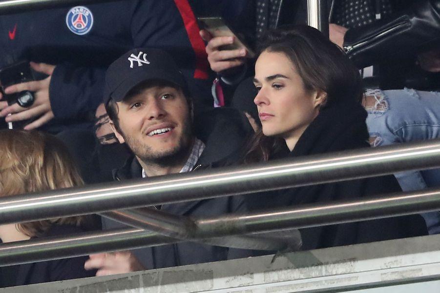 Vianney Bureau (Vianney) et sa compagne Catherine Robertdans les tribunes du parc des Princes, le 6 mars 2019