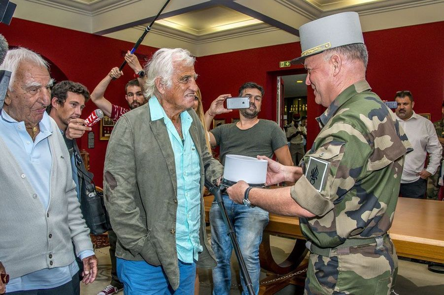 Jean-Paul Belmondo a reçu jeudi l'hommage des légionnaires à Aubagne