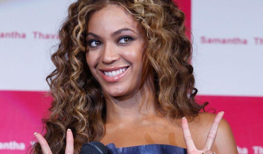 La chanteuse Beyonce est à Tokyo pour la promotion de la marque de sacs à main Samantha Thavasa. Depuis juin 2008, Beyonce a engrangé 87 millions de dollars grâce aux ventes de son double album, ses deux films mais aussi ses nombreux contrats publicitaires.