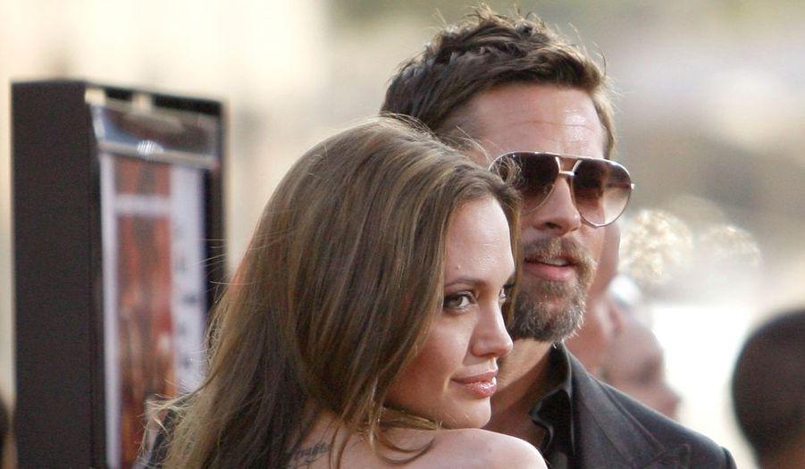 Angelina Jolie a accompagné son Brad à la première d'Inglourious Bastereds à Hollywood. Le couple, qui battrait de l'aile selon la rumeur, est apparu plus amoureux que jamais. Bons acteurs ?