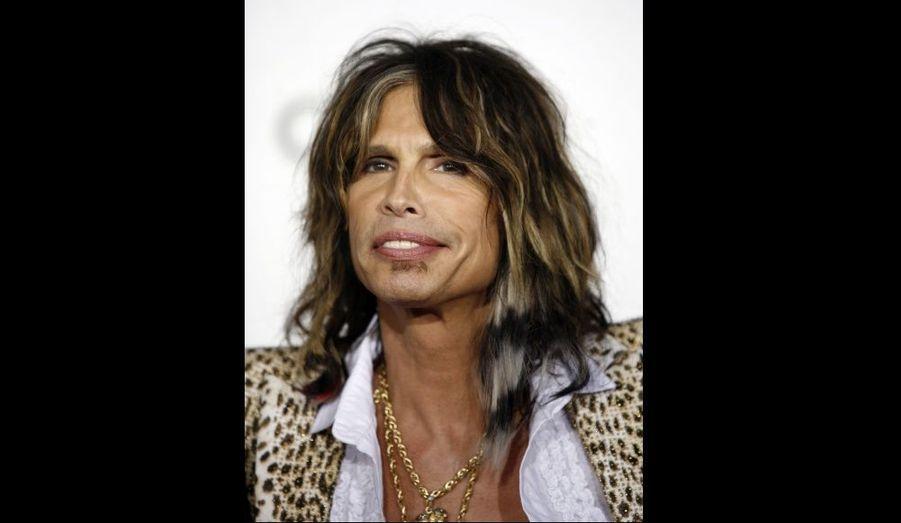 Le chanteur d'Aerosmith, Steven Tyler, va rejoindre le jury de l'émission American Idol, selon un journal américain qui cite le bassiste du groupe. À 62 ans, Tyler va remplir un des trois sièges laissés vacants dans le jury de quatre membres du télé-crochet diffusé par la Fox et dont la dixième saison débute en janvier. En raison d'une audience en déclin, l'émission est en pleine refonte aux Etats-Unis. Tirée du concept britannique Pop Idol, elle a également été adaptée en France, où A la recherche de la nouvelle star en est à huit saisons diffusées.