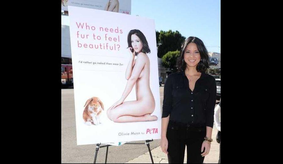 """Olivia Munn apparaît dans la nouvelle campagne de l'organisation de protection animale Peta, contre la fourrure. Sur l'affiche, on peut lire: """"Qui a besoin de fourrure pour se sentir belle?"""""""