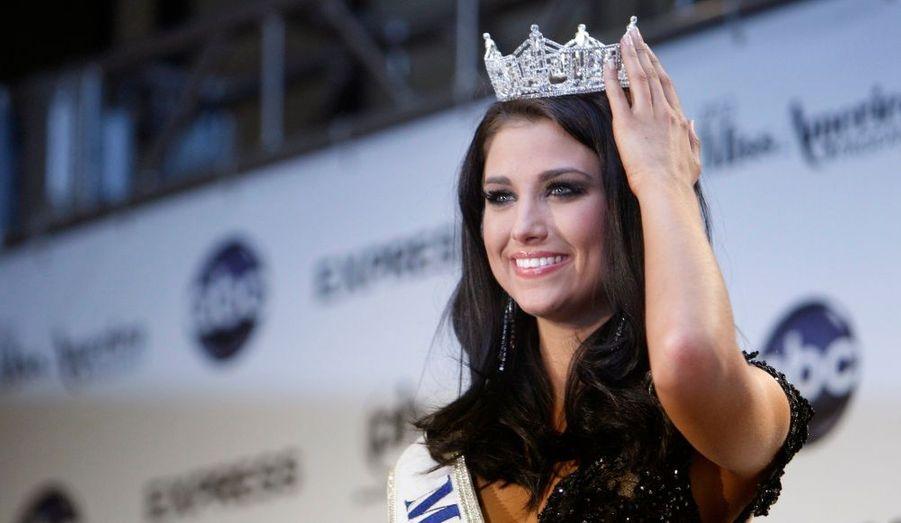 Miss Wisconsin, Laura Kaeppeler, a été couronnée Miss America 2012 lors du concours organisé samedi soir à Las Vegas.