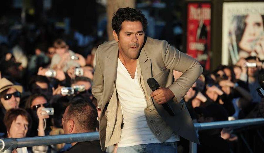 Jamel Debbouze à son arrivée sur le plateau du Grand Journal de Canal +, à Cannes.