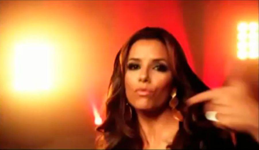 Eva Longoria, qui présentera la prochaine cérémonie des MTV Europe Music Awards, le 7 décembre prochain à Madrid (à partir de 21heures), s'est improvisée rappeuse le temps d'un spot publicitaire annonçant l'événement. Le résultat est plutôt réussi.