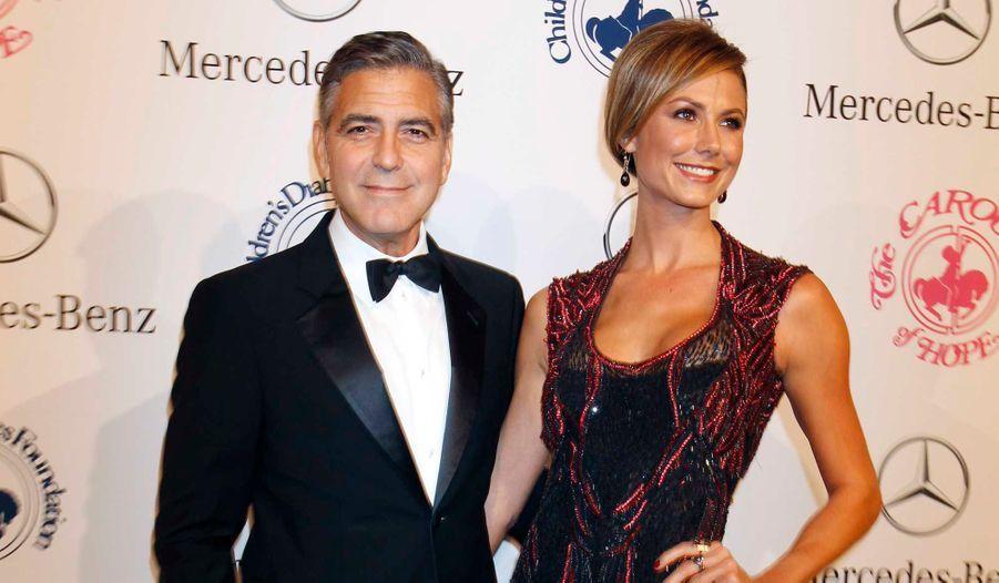 George Clooney et Stacy Keibler ont fait sensation samedi soir à la cérémonie du 26ème Carousel of Hope Ball, qui se déroulait à Beverly Hills. A cette occasion, l'acteur a reçu le ball's Brass Ring Award pour son engagement humanitaire. L'événement caritatif annuel bénéficie au Barbara Davis Center, qui agit pour les enfants diabétiques.
