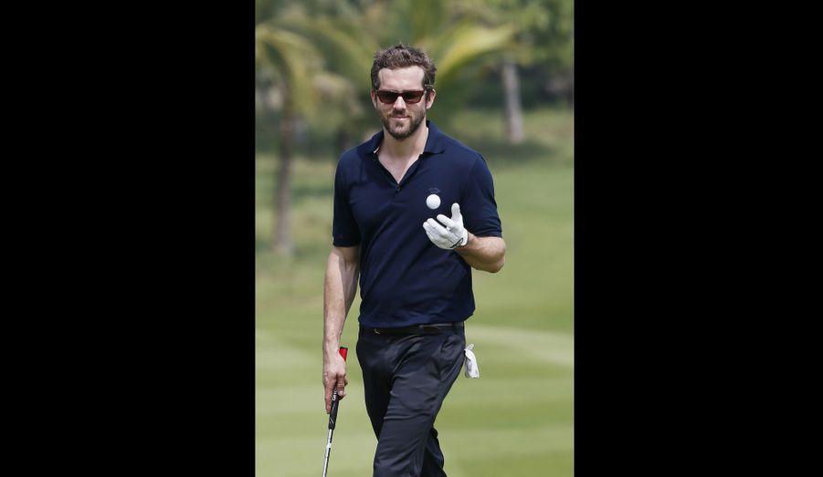 Ryan Reynolds participe au tournoi de golf World Celebrity Pro-Am, à Haikou, en Chine.