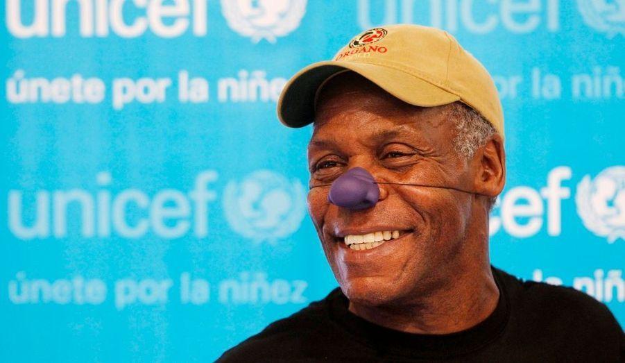 Danny Glover lors d'une conférence pour l'UNICEF, à Lima, au Pérou. L'acteur américain, ambassadeur de l'organisme des Nations Unies pour l'enfance, participe à une campagne visant à aider les petits défavorisés du pays. Le faux nez sera vendu dans les magasins et le produit de la vente servira à financer le programme d'accès à l'éducation et à la nourriture.