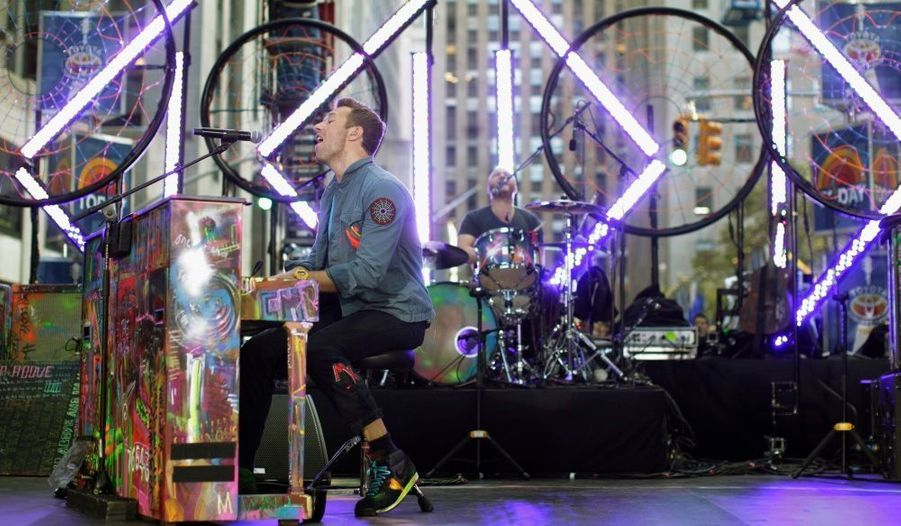 """Chris Martin, le chanteur du groupe Coldplay, s'est produit à New York pour l'émission """"today"""", diffusée sur NBC."""