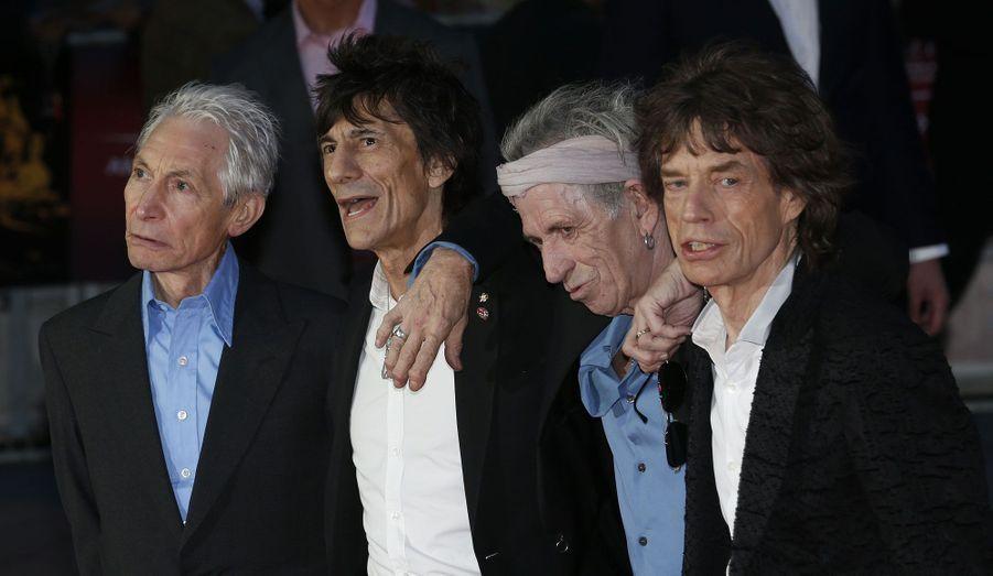 """Les membres des Rolling Stones, Charlie Watts, Ronnie Wood, Keith Richards et Mick Jagger étaient présents à la première mondiale du documentaire """"Crossfire Hurricane"""" à Londres."""