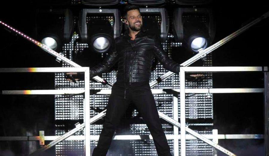 """Ricky Martin a donné un concert à Tegucigalpa, dimanche soir au Honduras, dans le cadre de sa tournée """"M.A.S."""" (Music + Soul + Sex). Le ministère de l'Intérieur hondurien en a interdit l'entrée aux moins de 15 ans, en raison du """"contenu érotique"""" du spectacle. En cause, outre le titre explicite de la tournée, l'homosexualité du chanteur, ce que dénoncent les associations protectrice des droits de l'homme."""