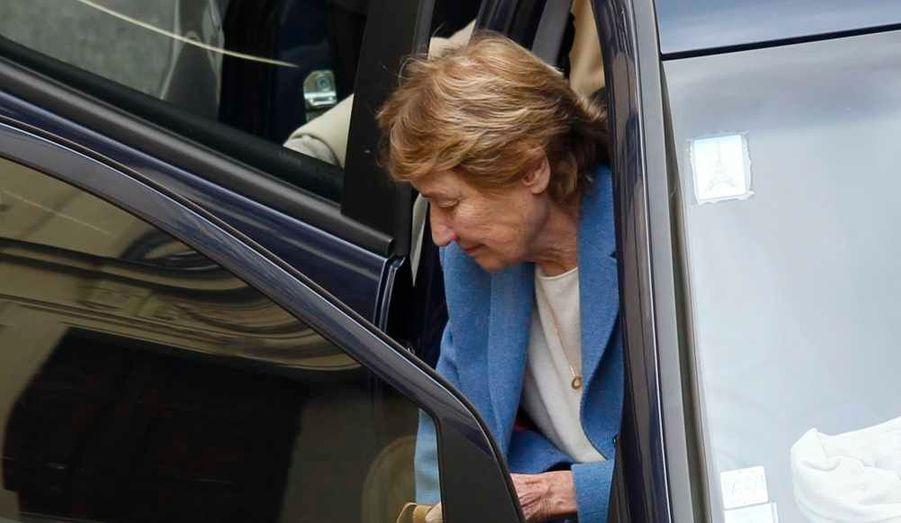 Marisa Bruni-Tedeschi, la mère de Carla Bruni-Sarkozy, arrivant à la clinique de la Muette, dans le XVIe arrondissement de Paris, où la Première dame a donné naissance à une petite fille mercredi soir.