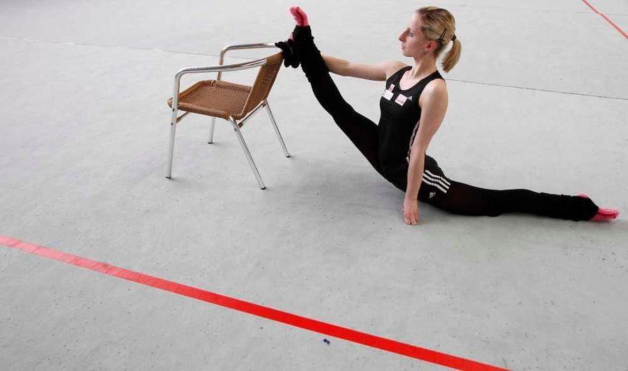 La gymnaste autrichienne Caroline Weber s'entraîne à Vienne en vue des Jeux Olympiques.