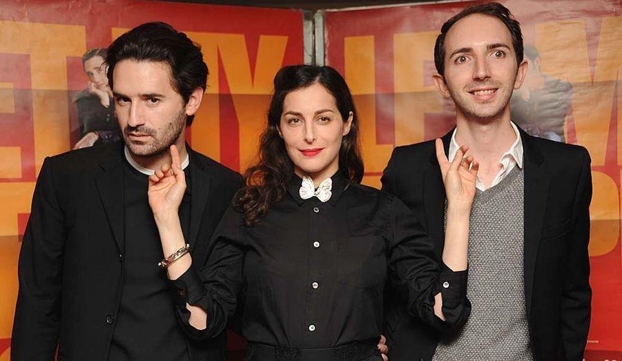 """L'actrice Amira Casar est accompagnée de Nicolas Maury et du réalisateur Mikael Buch avant l'avant-première de """"Let My People Go"""", qui sortira le 28 décembre prochain en France."""