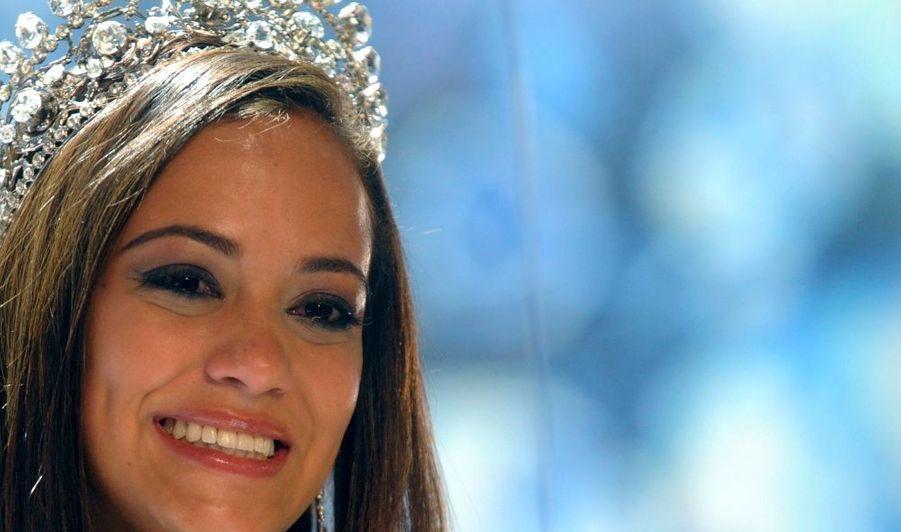 La belle Alina Buchschacher a été désignée Miss Suisse 2011, samedi soir à Lugano.