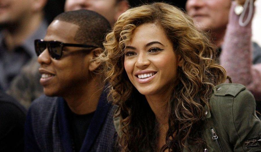 Les superstars Beyoncé et Jay-Z, à un match de NBA opposant les Los Angeles Lakers aux Dallas Mavericks, hier soir.