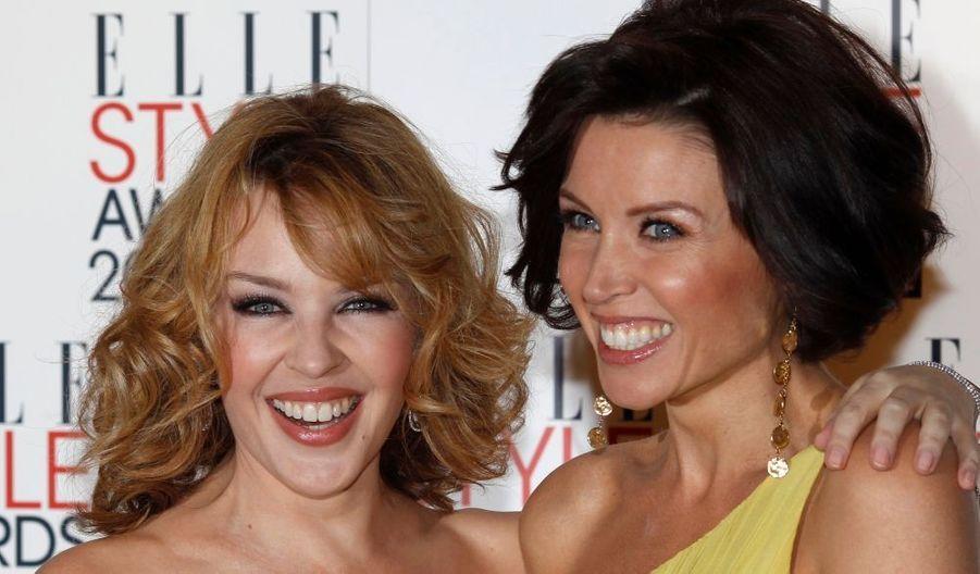 Les soeurs Minogue (Kylie, l'aînée à gauche, et Danii, (enceinte) à droite, aux Elle Magazine style awards annuels à Londres.