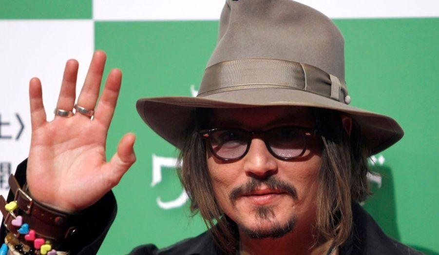 """Johnny Depp était à Tokyo pour l'avant-première de Tim Burton, """"Alice aux pays des merveilles""""."""