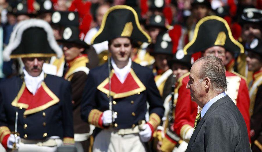 Le roi d'Espagne, Juan Carlos, arrive à Cadiz pour une célébration du bicentenaire de la constitution espagnole.