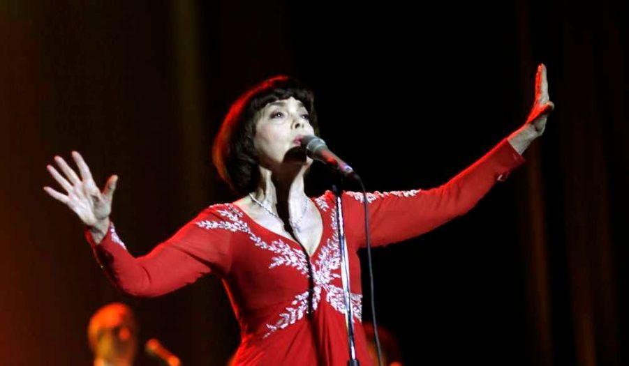Mireille Mathieu, qui passe beaucoup de temps en Russie, a donné un concert à Riga, la capitale lettone, hier.